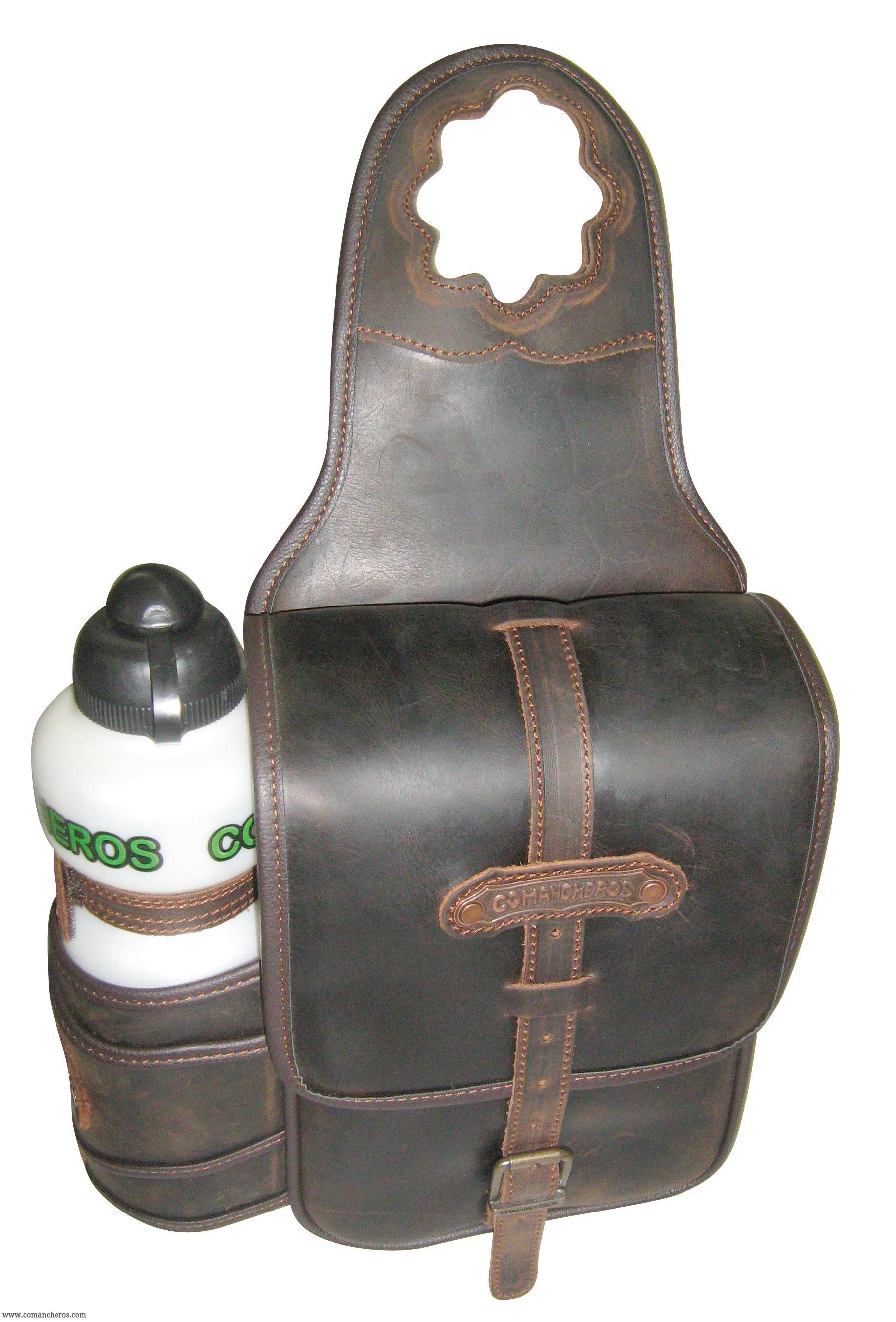 einzelne horn satteltasche comancheros aber ger umig und flasche aus gefettetem wasser. Black Bedroom Furniture Sets. Home Design Ideas