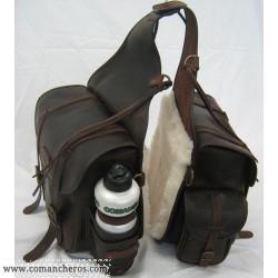 Satteltasche Comancheros mit Tasche und Flasche aus Leder und Wolle